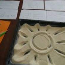 pisanie w kaszy lub piasku