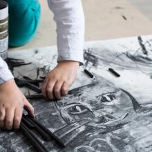 rysowanie węglem i plasteliną